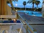 Vistas desde la terraza a la piscina