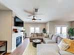 Lake-View 4BR in Point Venture w/ Oversized Deck — 1 Mile to Golf & Marina