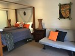 Large Queen Room BALI Style near Surfers + Pool.