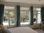 Flexible sleeping arrangements in Garden Room - zip and link beds