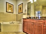 Master ensuite with jacuzzi
