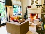 le salon , avec cheminée , pour les Week-End d'hiver