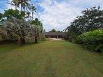 Villa Samadhana - Huge lawn from entrance