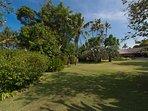 Villa Samadhana - Entrance gardens up to villa