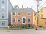 Welcome to Brackett Cottage - charming downtown Marblehead next to Salem