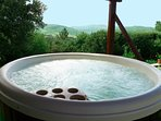 The jacuzzi of the Tuscany villa le Capanne