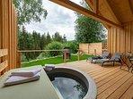 Terrasse mit Ausblick auf den Gutswald