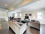 Spacious 5BR w/ Yard in Irving Park — Near Blue Line, On-site Parking