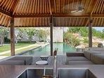 Sohamsa Estate - Villa Soham - Bale by the pool