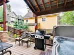 Raven's Call deck with hot tub and BBQ gas grill