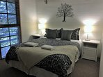 Winter Room with Queen Bed