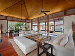 Villa Ananda - Living and dining area