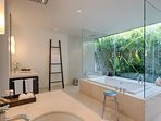 Villa Ananda - Guest suite bathtub