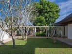 Villa Ananda -Manicured lawn