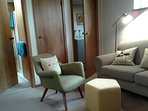 Cosy sittingroom retro style decor inviting a relaxing stay.