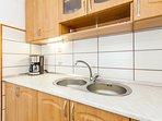 H(6): kitchen