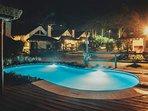 Complejo - espacios comunes: Vista nocturna de la piscina