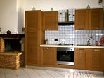 Fully equipped kitchen with gas hob, electric oven and integrated fridge/freezer