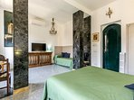 1° bedroom ( 1 queen bed and 1 single bed)