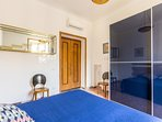 3° bedroom with double bed and baby coat