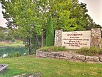 Book this vacation rental for a golfer's getaway in the Ozarks.