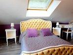 Chambre romantique lit de 140 cm .. dormez la tête dans les étoiles