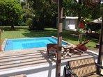 Disfruta de la hermosa piscina al aire libre