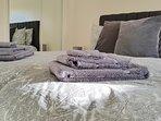 Bedroom - Zip link beds together