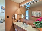 Rinse off in this shower/tub combo after a day on the lake!