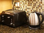 4 Slice Toaster & Electric Kettle