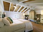Mauka loft bedroom with 2 Queen beds