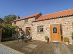 BARN OWL COTTAGE private hot tub, family-friendly, en-suite bathrooms in Stamfor