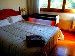 Dormitorio cama 1,50 con cuna y colchón de 1,20 x 60