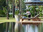 Jivana Beach Villas - Villa Ananda -  Pool deck and sunloungers