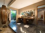 Villa Shambala - Open plan bathroom