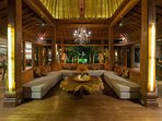 Villa Shambala - Living area at night