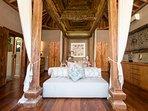 Villa Shambala - Master bedroom opulence