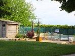 la piscine réservée aux trois gites est sécurisée et clôturée.