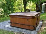 Nice hot tub large enough for 5 or 6 adults