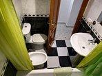 Accesorios del cuarto de baño del pasillo