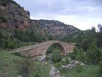 Puente maravillas. Puente gótico sobre el río Monleón.