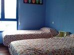 Dormitorio con dos camas individuales de 90 cm.