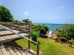 Accès direct à la mer grâce au ponton privé de la Villa K'lia au Robert, Martinique