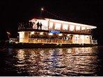 Disfruta de un cálido recorrido en el Barco Libertad, Ubicado en el Lago Sochagota.