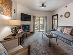 Open Floor Plan Living Room w HDTV Cable, Gas Fireplace & Free WiFi. Private Deck