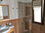 En suite shower & wc