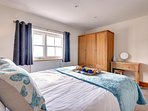 Second bedroom with stunning views over the harbour