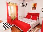 Una habitación llena de encanto. Con cama de matrimonio para compartir... o no.