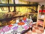 Habitación en una antigua bodega, ¡no séas tímido y escribe con tiza en la tubería!