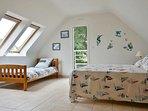 La chambre avec un lit 160x200 et un lit 90x190
